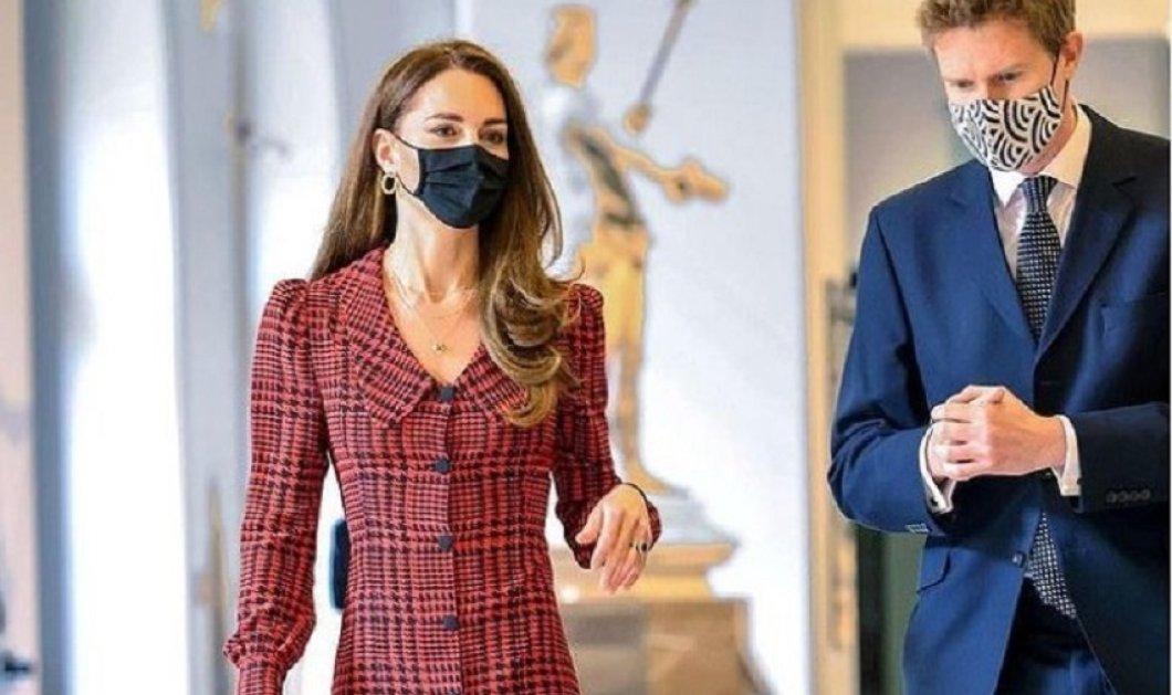 """Η Κέιτ Μίντλετον """" ωραία της ημέρας"""" : Tres Chic  με καρό φόρεμα Alessandra Rich - Η Δούκισσα με την τελευταία λέξη της μόδας (φώτο) - Κυρίως Φωτογραφία - Gallery - Video"""