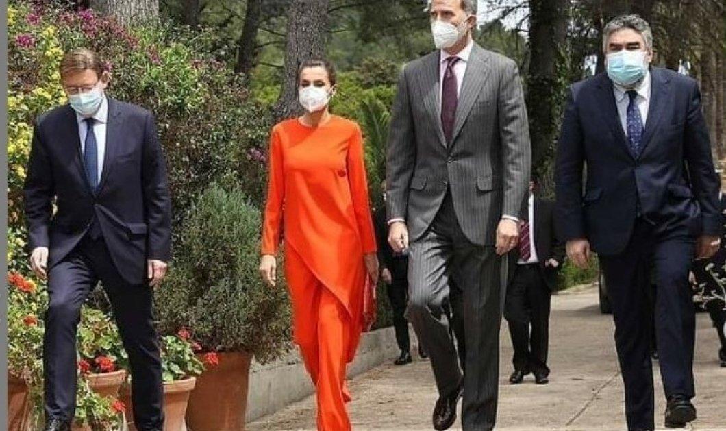 """Άψογο το Zara  πορτοκαλί σύνολο της Βασίλισσας Λετίσια - Το συνδύασε τέλεια με nude γόβες - Όταν λέμε """"Fashion Icon"""" το εννοούμε (φώτο)  - Κυρίως Φωτογραφία - Gallery - Video"""