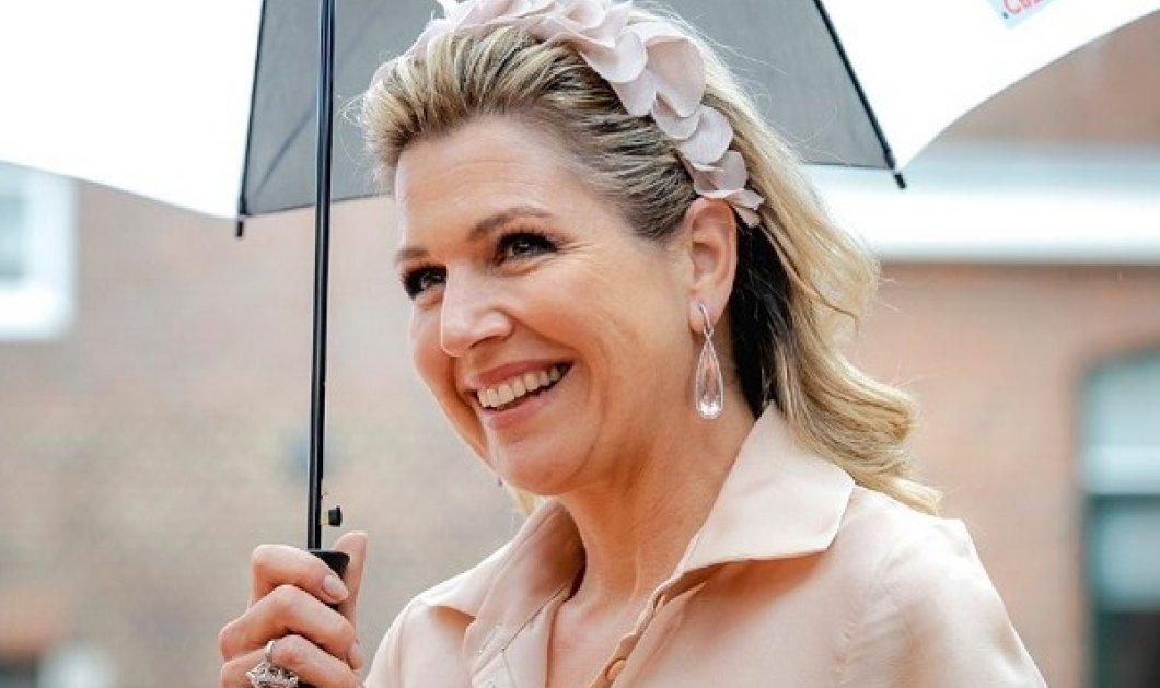 Ένα χρώμα, μια classy βασίλισσα: Όταν η Μάξιμα ντύνεται μόνο στα μπέζ, φοράει λουλουδάτη στέκα & παλτό ασορτί (φωτό) - Κυρίως Φωτογραφία - Gallery - Video