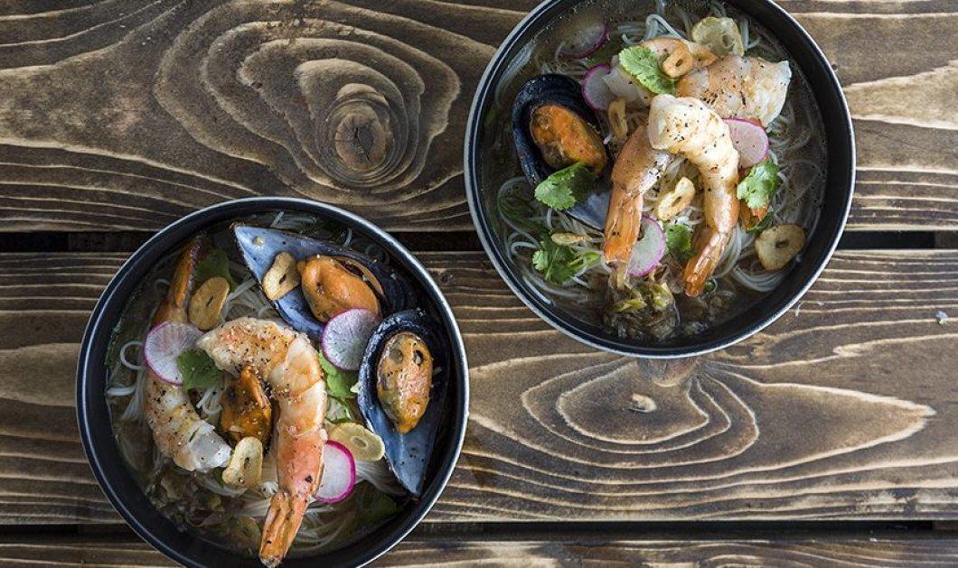 Άκης Πετρετζίκης: Μας φτιάχνει μια συνταγή από την Ασία  - Noodles με θαλασσινά - Κυρίως Φωτογραφία - Gallery - Video