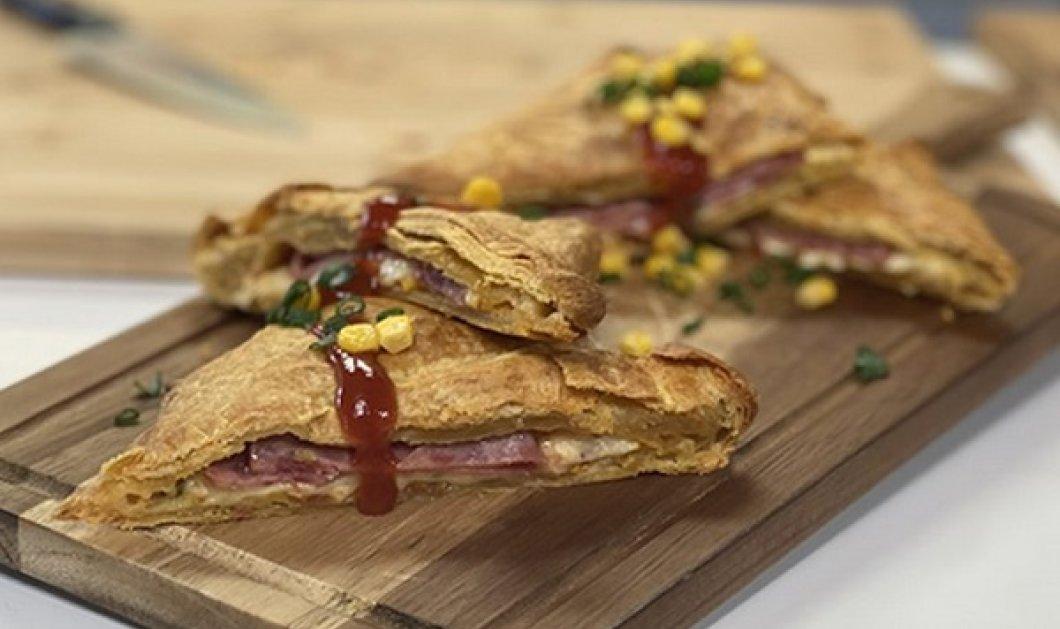 Η Αργυρώ Μπαρμπαρίγου μας μαθαίνει να φτιάχνουμε Τσιγγάνα: Λαχταριστή πίτα γεμιστή με αλλαντικά, τυρί και σάλτσα - Κυρίως Φωτογραφία - Gallery - Video