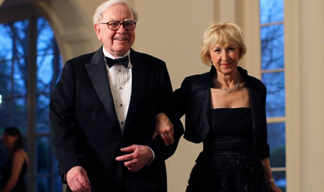 "Warren Buffett: Ο ""σοφός"" των 100 δισ. - Η ερωμένη από το 1977 - Ο γάμος μετά το θάνατο της συζύγου - Η εγγονή που αποκλήρωσε - Η φιλανθρωπία & οι σκοποί της (φώτο) - Κυρίως Φωτογραφία - Gallery - Video"