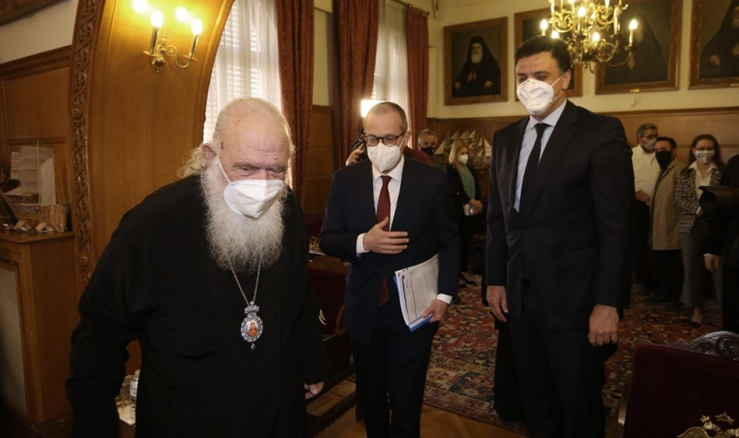 """Επίθεση με βιτριόλι στη Μονή Πετράκη: Στο Λαϊκό ο Κικίλιας - Επικοινωνία του Πρωθυπουργού με τον Αρχιεπίσκοπο Ιερώνυμο - """"Τραγικό & αποτρόπαιο γεγονός""""  - Κυρίως Φωτογραφία - Gallery - Video"""