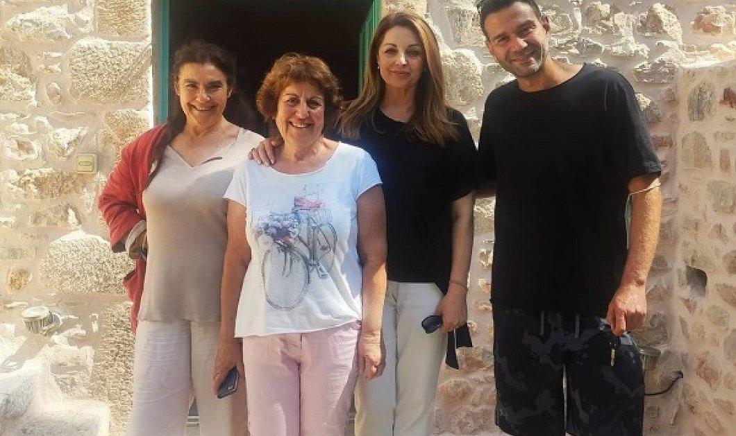 Η Άντζελα Γκερέκου επιστρέφει στην τηλεόραση: Η πρώτη backstage φωτό με τους συμπρωταγωνιστές της στην «Γη της Ελιάς»  - Κυρίως Φωτογραφία - Gallery - Video