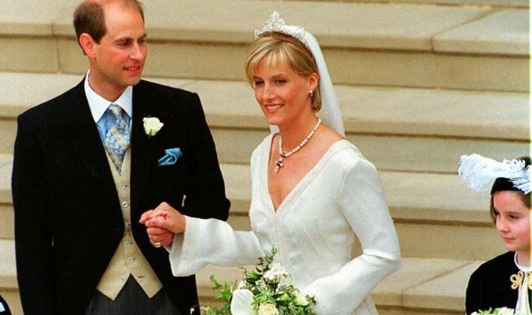 Επέτειος γάμου για τον μικρό γιο της βασίλισσας Ελισάβετ πρίγκιπα Edward: Το νυφικό της Κόμισσας Sophie - 325,000 κρύσταλλοι & πέρλες (φωτό) - Κυρίως Φωτογραφία - Gallery - Video