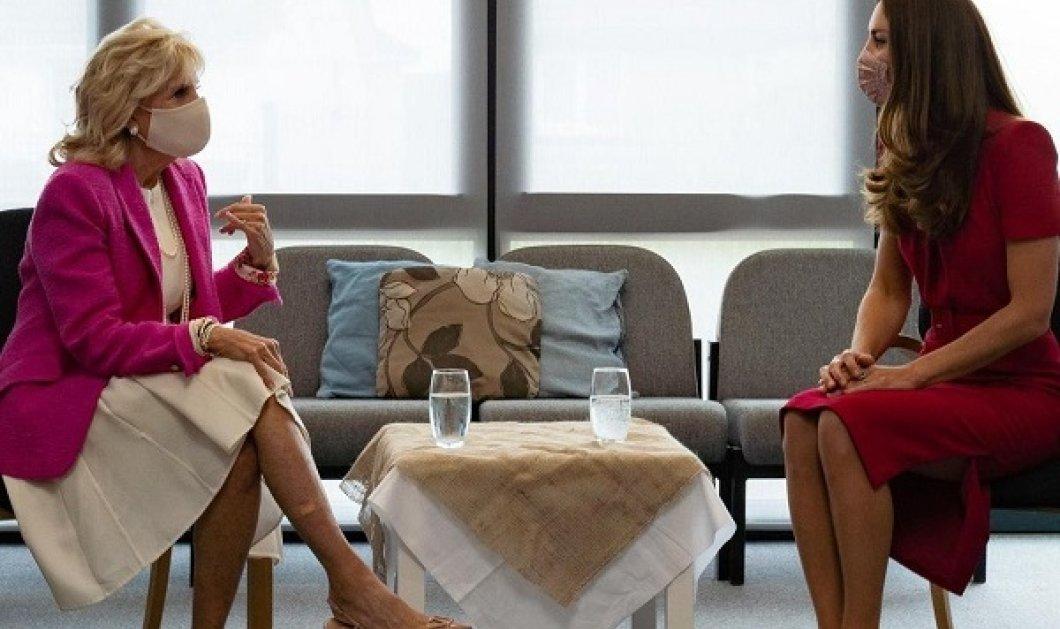 Στα κόκκινα η Kate Middleton, στα λευκά - φούξια η Jill Biden: Η Δούκισσα συναντήθηκε με την πρώτη κυρία- Η ερώτηση για την Lilibeth Diana (φωτό) - Κυρίως Φωτογραφία - Gallery - Video