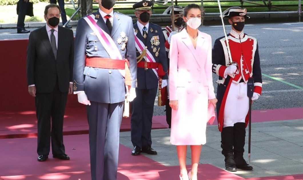 Total black και total pink για την βασίλισσα Λετίσια: Σικ η Ισπανίδα royal με μονοχρωμία - από την τσάντα, μέχρι τα παπούτσια (φωτό & βίντεο) - Κυρίως Φωτογραφία - Gallery - Video