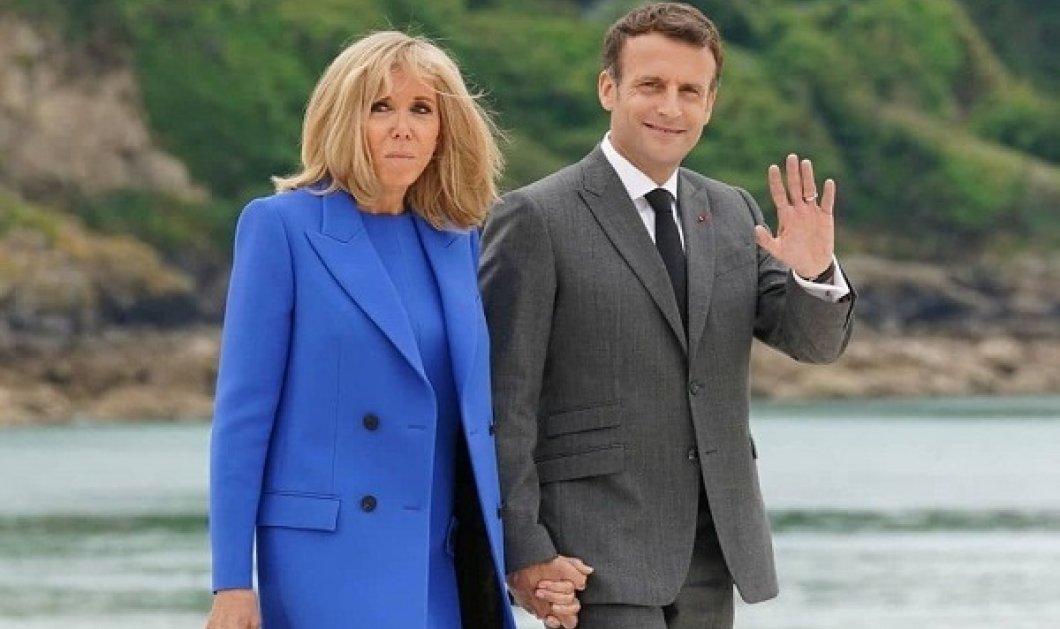 Η γκαρνταρόμπα της Brigitte Macron στους G7 γράφει ιστορία: Μονόχρωμα σύνολα, Chanel ασπρόμαυρο παλτό του ονείρου & λευκό midi (φωτό) - Κυρίως Φωτογραφία - Gallery - Video