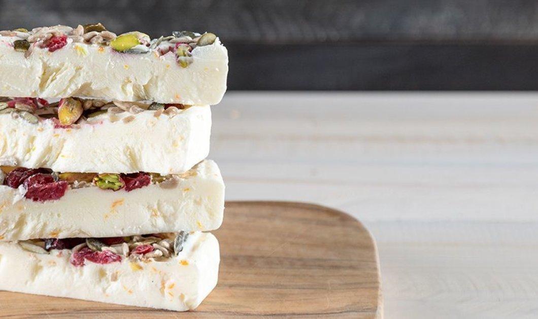 Ο Άκης Πετρετζίκης έχει το τέλειο σνακ για τις ζεστές μέρες: Μπάρες frozen yogurt(βίντεο) - Κυρίως Φωτογραφία - Gallery - Video