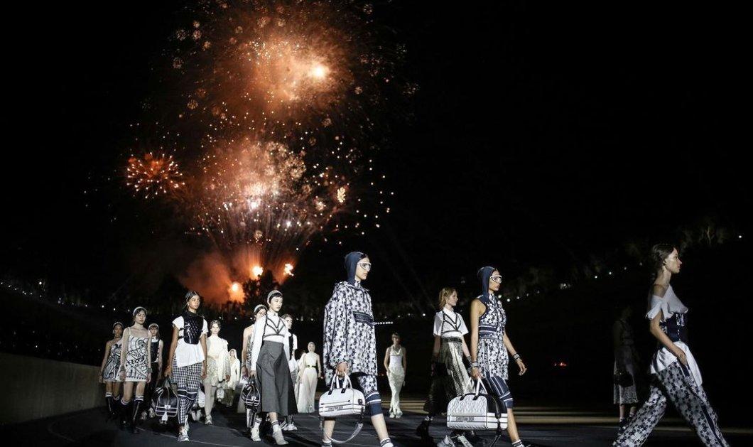 Dior Celebrates Greece: Μάγεψε η λαμπερή επίδειξη στο Καλλιμάρμαρο -  Ωδή στον αρχαιοελληνικό πολιτισμό, οι εκλεκτοί καλεσμένοι (φωτό - βίντεο) - Κυρίως Φωτογραφία - Gallery - Video
