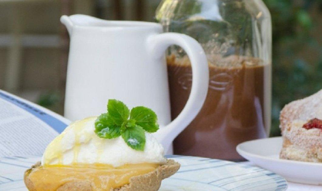 Ο Στέλιος Παρλιάρος αποθεώνει το ελληνικό πρωινό - Ντάκος με ξινομυζήθρα & μέλι & ξεκινάμε τέλεια τη μέρα  - Κυρίως Φωτογραφία - Gallery - Video