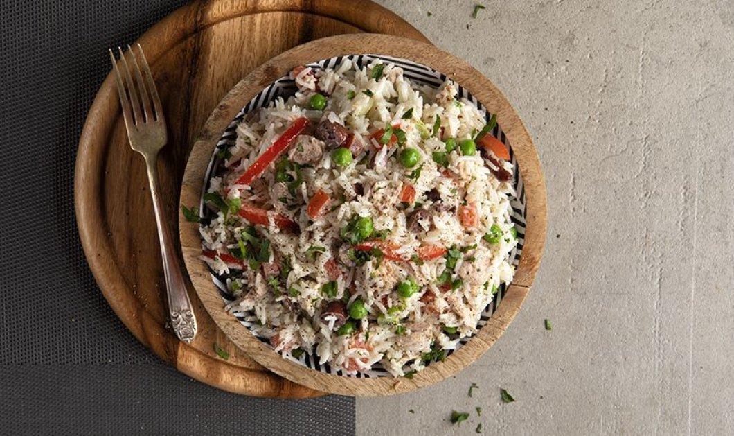 Ο Άκης Πετρετζίκης σε ένα πανεύκολο & ελαφρύ πιάτο - Ρυζοσαλάτα με λαχανικά και τόνο - Κυρίως Φωτογραφία - Gallery - Video