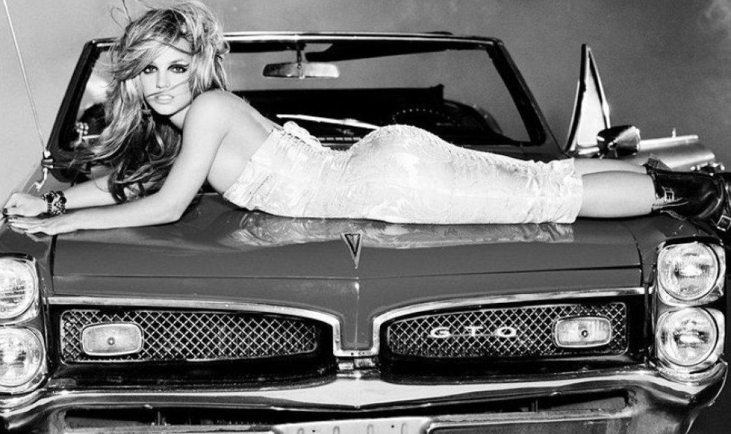 "H Britney Spears σε μεγάλα κέφια.... Με φλούο μαγιό γούνα & λευκές μπότες χορεύει το ""Kiss"" του Prince - ""Άφωνοι"" οι followers (φώτο -βίντεο) - Κυρίως Φωτογραφία - Gallery - Video"