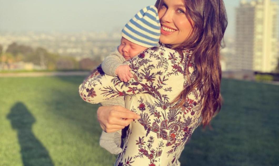 Ο δισέγγονος του Σταύρου Νιάρχου μόλις γεννήθηκε -  Η πανέμορφη μαμά του Ντάσα Ζούκοβα τον κρατάει αγκαλιά (φωτό) - Κυρίως Φωτογραφία - Gallery - Video