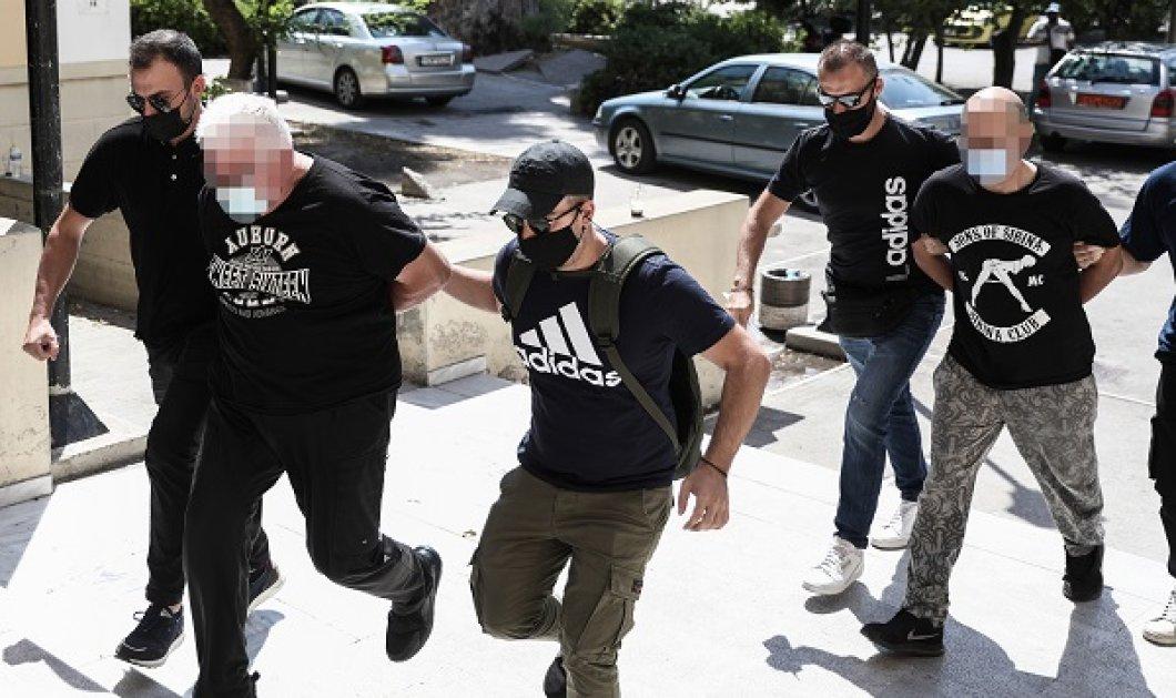 Ηλιούπολη: Προφυλακιστέοι ο αστυνομικός και ο πατέρας της 19χρονης που κατήγγειλε βιασμό και εκμετάλλευση - Συνελήφθη και 3ο άτομο  - Κυρίως Φωτογραφία - Gallery - Video