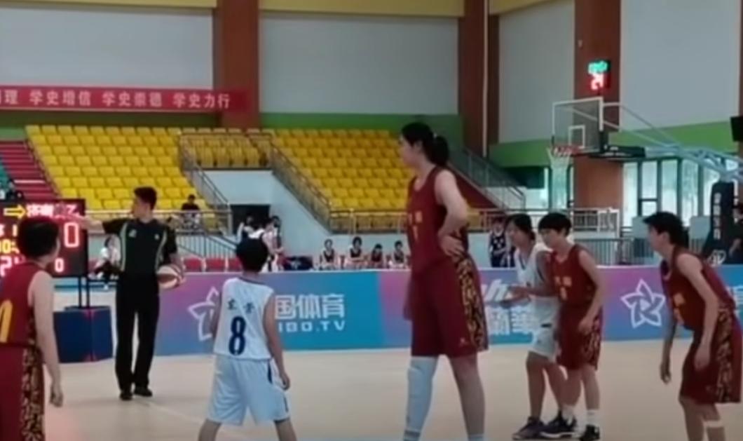 Story of the day: Αυτή η 14χρονη είναι το ψηλότερο κορίτσι του κόσμου - Παίζει μπάσκετ & είναι 2.26 μέτρα (φωτό - βίντεο) - Κυρίως Φωτογραφία - Gallery - Video
