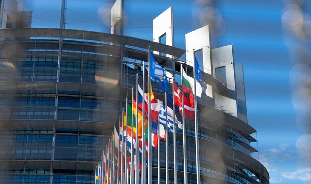 Πάνος Καρβούνης: Οι κρίσεις μεταμορφώνουν την Ευρωπαϊκή Ένωση (podcast)  - Κυρίως Φωτογραφία - Gallery - Video