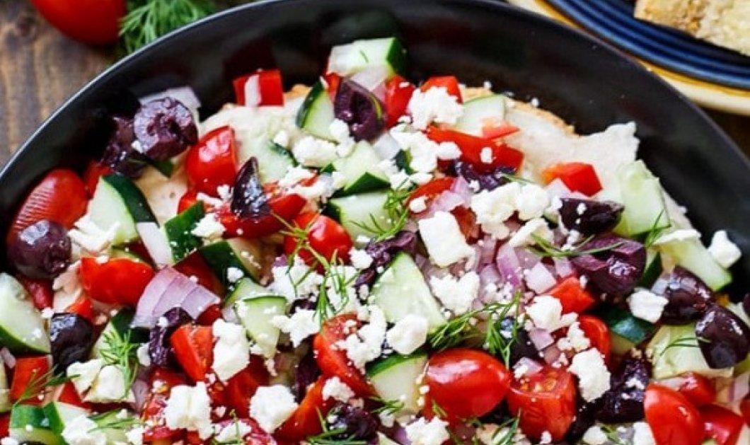 Χούμους ala grec από την Αργυρώ Μπαρμπαρίγου: Μια Εύκολη, γρήγορη και υγιεινή σαλάτα με ντοματίνια, ελιές & φέτα - Κυρίως Φωτογραφία - Gallery - Video