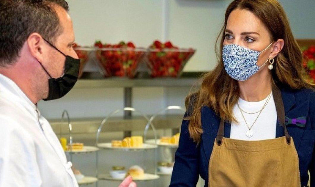 Wimbledon: Στο αγαπημένο της αθλητικό event η Kate Middleton - είδε τένις, βοήθησε στην κουζίνα - το πουά look, οι λευκές γόβες (φωτό & βίντεο) - Κυρίως Φωτογραφία - Gallery - Video