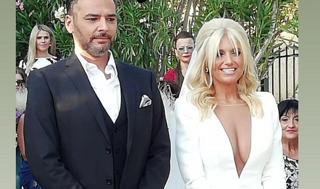 Γιώργος Καρτελιάς: Ο γάμος του νέου παρουσιαστή του πρωινού στο Star - Το νυφικό με το ιλιγγιώδες ντεκολτέ της νύφης & μαμάς του παιδιού τους (φωτό) - Κυρίως Φωτογραφία - Gallery - Video
