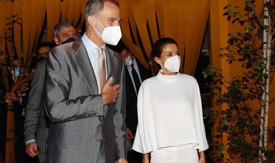 Η βασίλισσα Λετίσια με total white σύνολο - «ιέρεια» του στυλ: Από την τσάντα μέχρι το τοπ - μόνο οι γόβες της ήταν nude (φωτό) - Κυρίως Φωτογραφία - Gallery - Video