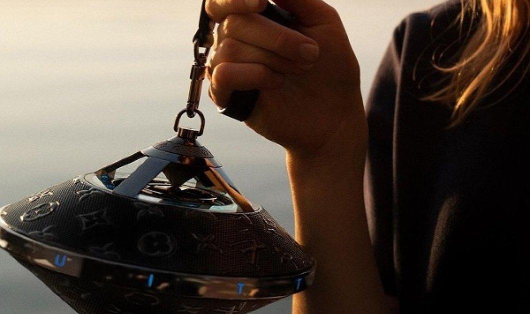 Η Louis Vuitton δημιούργησε το Horizon Light Up Speaker - ανάβει φωτάκια, το κρατάς σαν τσάντα & μοιάζει με ιπτάμενο δίσκο (φωτό & βίντεο) - Κυρίως Φωτογραφία - Gallery - Video