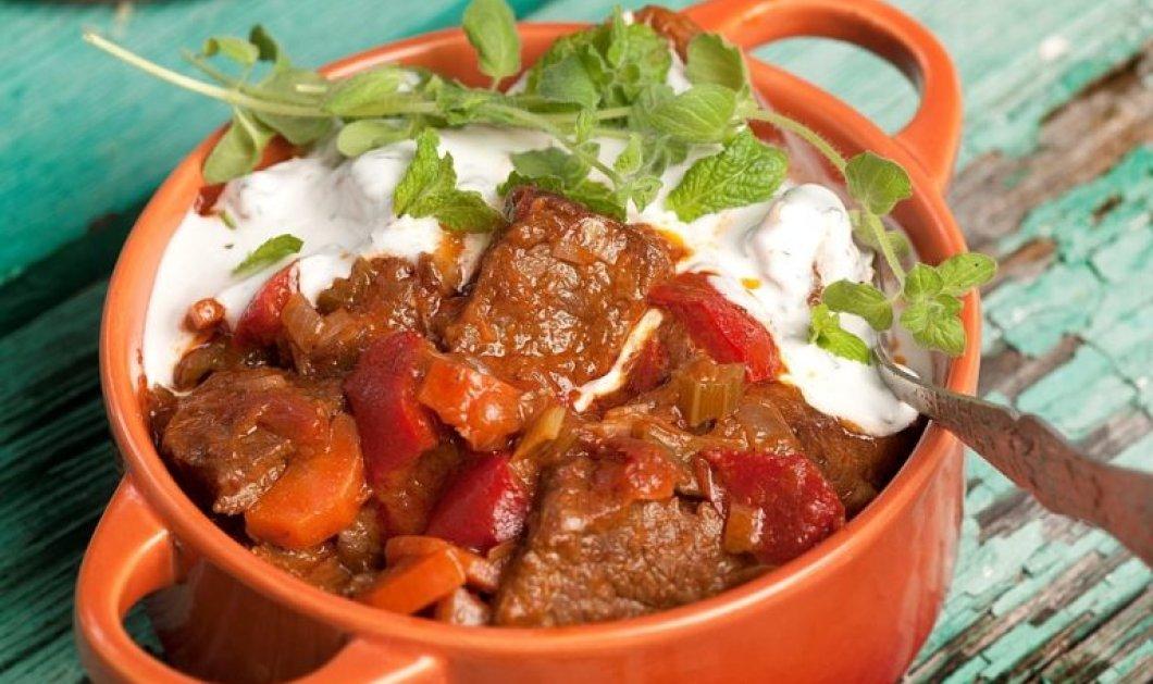 Μοσχάρι κατσαρόλας µε λαχανικά και σως γιαουρτιού από την Αργυρώ Μπαρμπαρίγου -Τέτοια νοστιμιά σίγουρα δεν έχετε ξαναφάει  - Κυρίως Φωτογραφία - Gallery - Video