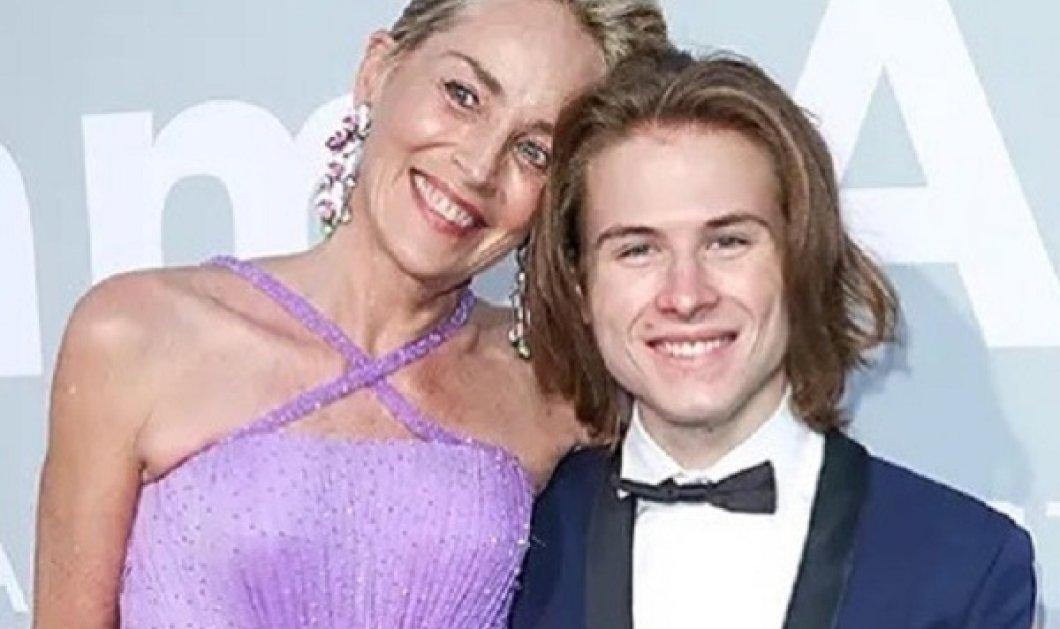 Η Sharon Stone δεν κρύβει τις ρυτίδες της αλλά ούτε τον 21χρονο γιο της - Η 63χρονη σταρ φόρεσε μια συγκλονιστική μωβ τουαλέτα (φωτό & βίντεο) - Κυρίως Φωτογραφία - Gallery - Video