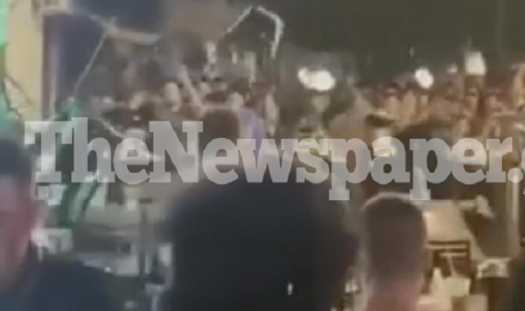 Βόλος - το βίντεο με το άγριο ξύλο σε μπαράκι: Βγήκε μαχαίρι, εκσφενδόνιζαν τραπέζια, καρέκλες - αμέτοχες κοπέλες τραυματίστηκαν από τα «πυρά» - Κυρίως Φωτογραφία - Gallery - Video