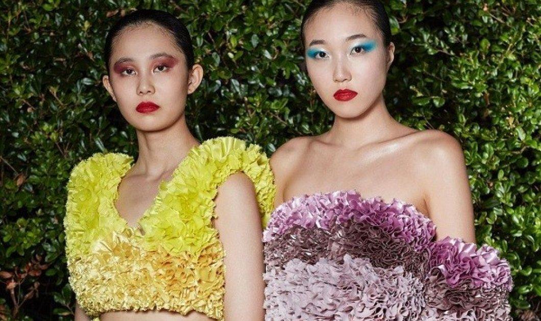 Τα παραμυθένια φορέματα του Ιάπωνα Tomo Koizumi - Τι έβαλε η τραγουδίστρια Misia στην έναρξη των Ολυμπιακών Αγώνων (φωτό) - Κυρίως Φωτογραφία - Gallery - Video