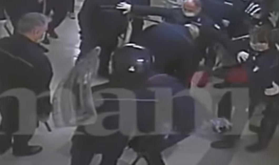 Ιταλία: Σοκαριστικό βίντεο δείχνει 54 σωφρονιστικούς υπαλλήλους να χτυπούν βάναυσα κρατούμενους - Ζήτησαν τεστ & μάσκες κατά του κορωνοϊού  - Κυρίως Φωτογραφία - Gallery - Video