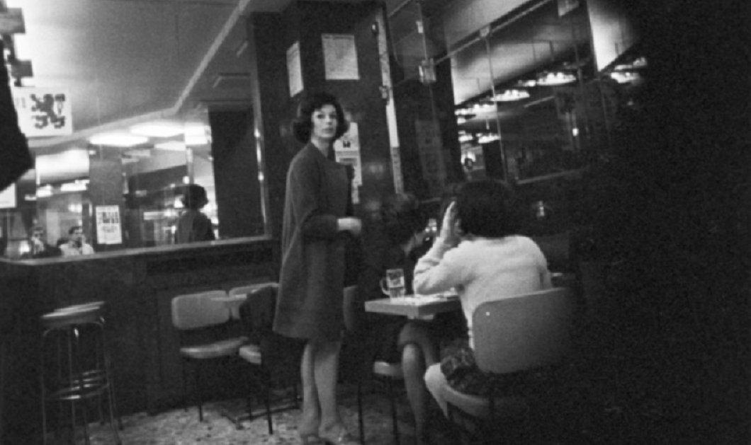 "Vintage Pics: Παρίσι 1966 & οι δρόμοι με τα ""κόκκινα φανάρια"" - Η σκοτεινή πλευρά της πόλης του φωτός σε 40 σπάνια κλικς  - Κυρίως Φωτογραφία - Gallery - Video"