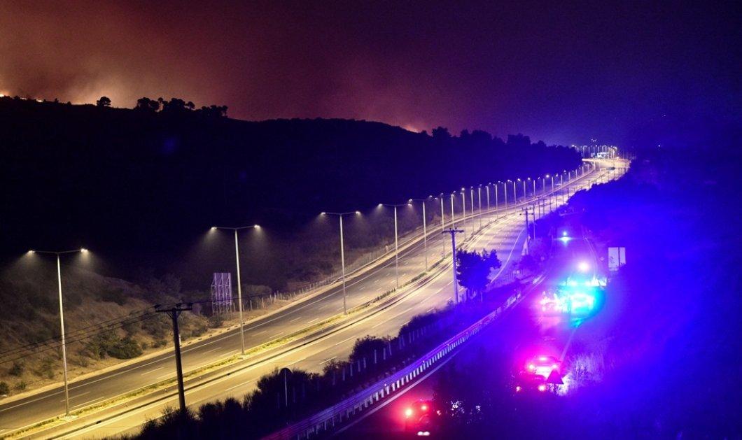 Εφιαλτική νύχτα : Η πυρκαγιά πέρασε στην Εθνική Οδό - Mάχη για να μην περάσει στον Άγιο Στέφανο (φώτο-βίντεο) - Κυρίως Φωτογραφία - Gallery - Video