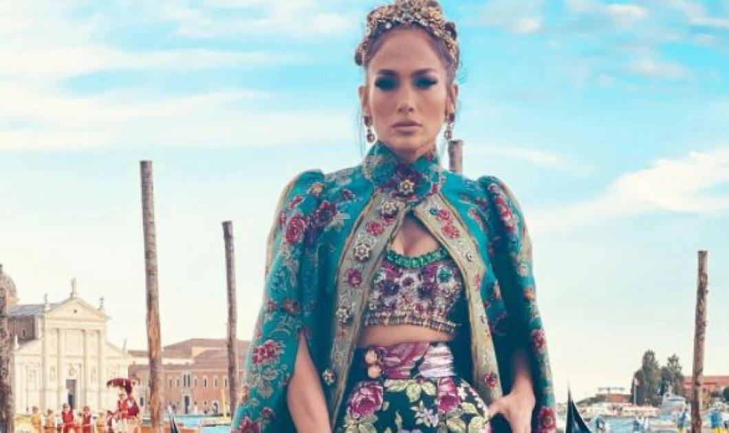 Πρίγκιπες και πριγκίπισσες αποβιβάστηκαν με γόνδολες στη Βενετία: Από τη βασίλισσα J.Lo μέχρι τους υπηκόους της… - Η εντυπωσιακή επίδειξη μόδας (φώτο – βίντεο) - Κυρίως Φωτογραφία - Gallery - Video