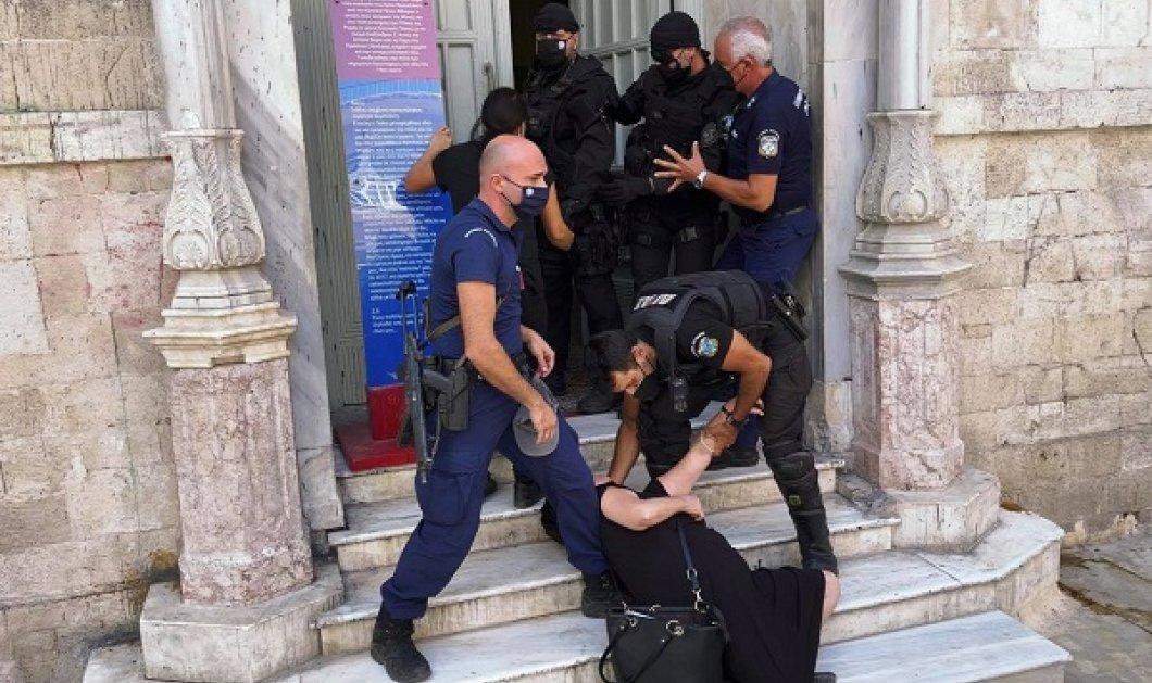 Έγκλημα στη Μεσαρά: Ένταση στα δικαστήρια - λιποθύμησε η μητέρα του 39χρονου κτηνοτρόφου που δολοφονήθηκε (φωτό & βίντεο) - Κυρίως Φωτογραφία - Gallery - Video