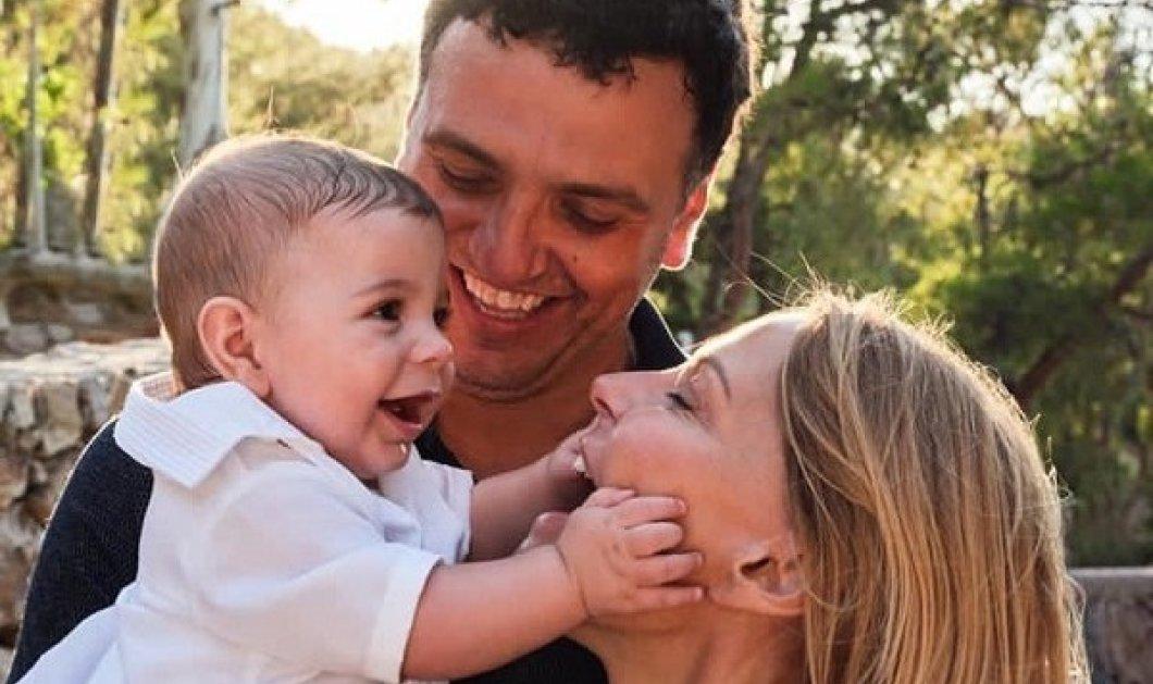 Τζένη Μπαλατσινού - Κικίλιας γιορτάζουν μαζί στην Παναγία την Διασώζουσα - Στην Πάτμο με τον γιο τους το αγαπημένο ζευγάρι (φωτό) - Κυρίως Φωτογραφία - Gallery - Video