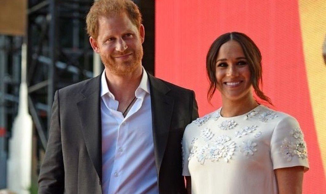 Χέρι, χέρι ο πρίγκιπας Χάρι & η Μέγκαν Μαρκλ στη σκηνή του Global Citizen Live: Το Valentino, μίνι φόρεμα αξίας 4.500 δολ (φωτό & βίντεο) - Κυρίως Φωτογραφία - Gallery - Video