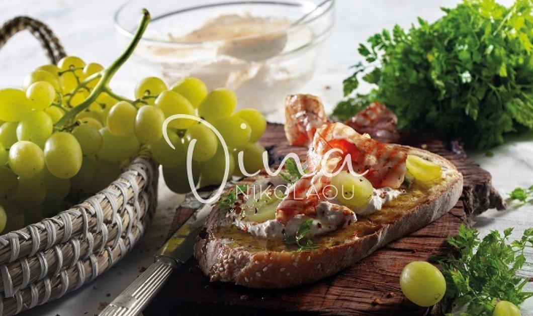 Η Ντίνα Νικολάου έχει τον τέλειο μεζέ: Μπρουσκέτες με πικάντικη κρέμα, ψητό προσούτο και σταφύλια - γίνονται γρήγορα & εύκολα - Κυρίως Φωτογραφία - Gallery - Video