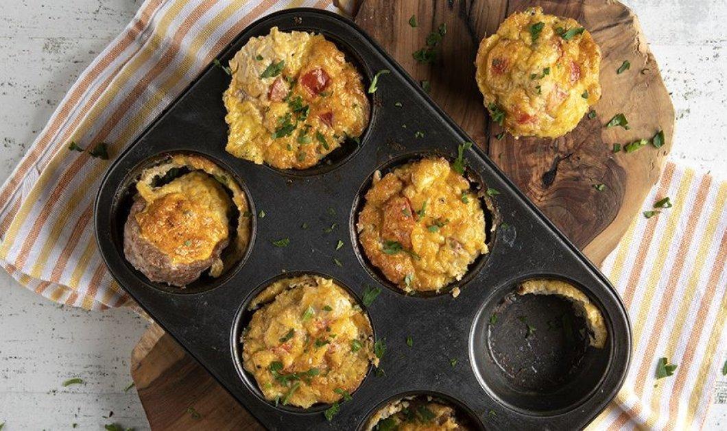 Ό Άκης Πετρετζίκης έχει την τέλεια συνταγή για αλμυρά muffins - Με κιμά & ντομάτα - Κυρίως Φωτογραφία - Gallery - Video
