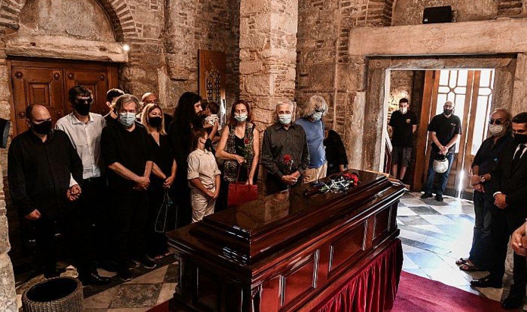 Απόφαση Πρωτοδικείου: Οι εκτελεστές της τελευταίας επιθυμίας του Μ. Θεοδωράκη αναλαμβάνουν τις διαδικασίες κηδείας & ταφής - Όχι η οικογένειά του - Κυρίως Φωτογραφία - Gallery - Video