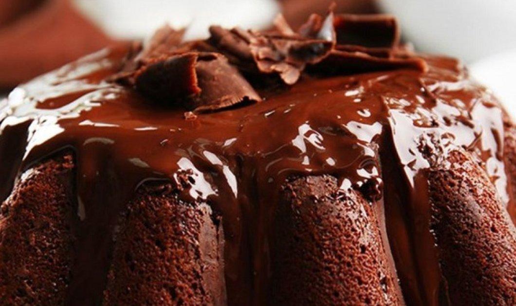 Δημήτρης Σκαρμούτσος: Σοκολατένιο vegan κέικ - ένα απολαυστικό γλυκό που μπορούμε να φάμε άφοβα! - Κυρίως Φωτογραφία - Gallery - Video