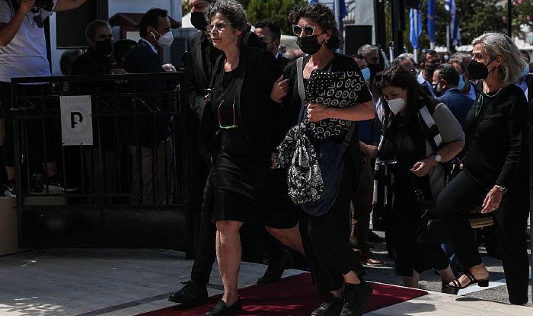 Η κόρη του Μίκη Θεοδωράκη τον αποχαιρέτισε τραγουδώντας το «Παλικάρι», μέσα στην εκκλησία - Ρίγη συγκίνησης στην κηδεία του μεγάλου Έλληνα (βίντεο) - Κυρίως Φωτογραφία - Gallery - Video