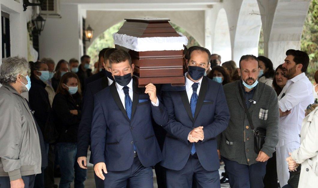 Βουβός θρήνος στην κηδεία της Ζέτας Καραγιάννη - Με δάκρυα στα μάτια το τελευταίο αντίο στην αγαπημένη συνάδελφο (φώτο) - Κυρίως Φωτογραφία - Gallery - Video