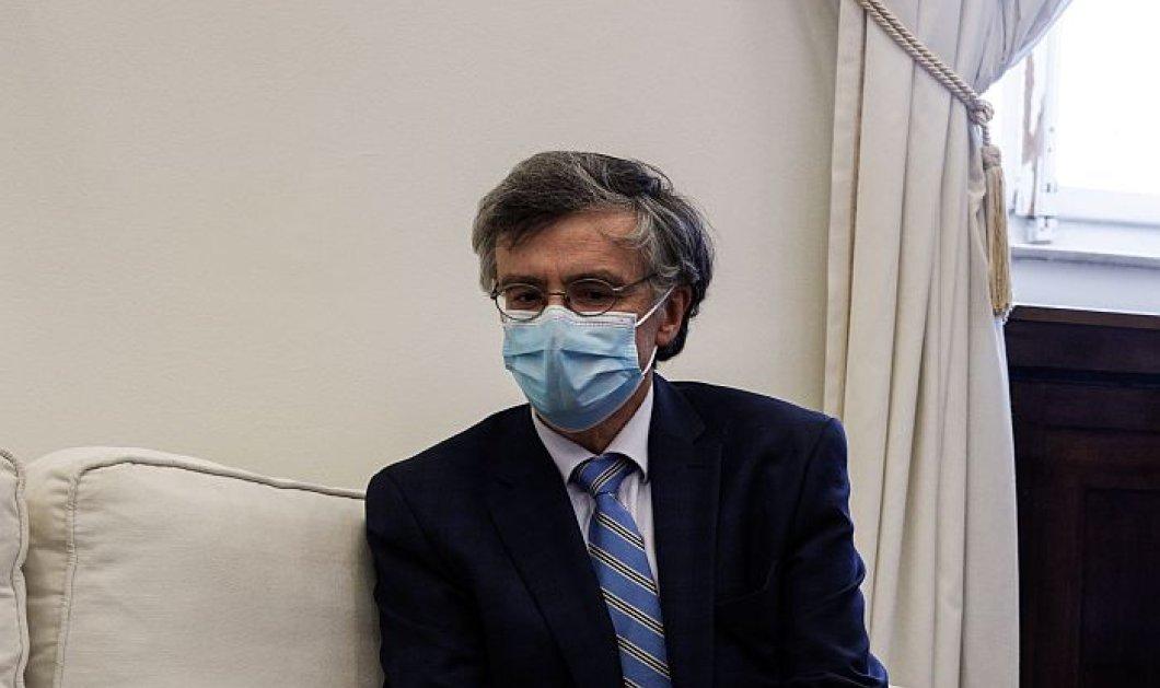 Σωτήρης Τσιόδρας: Με τους εμβολιασμούς έχουμε αποφύγει 8.400 θανάτους και 5.560 νοσηλείες στις ΜΕΘ (βίντεο)  - Κυρίως Φωτογραφία - Gallery - Video