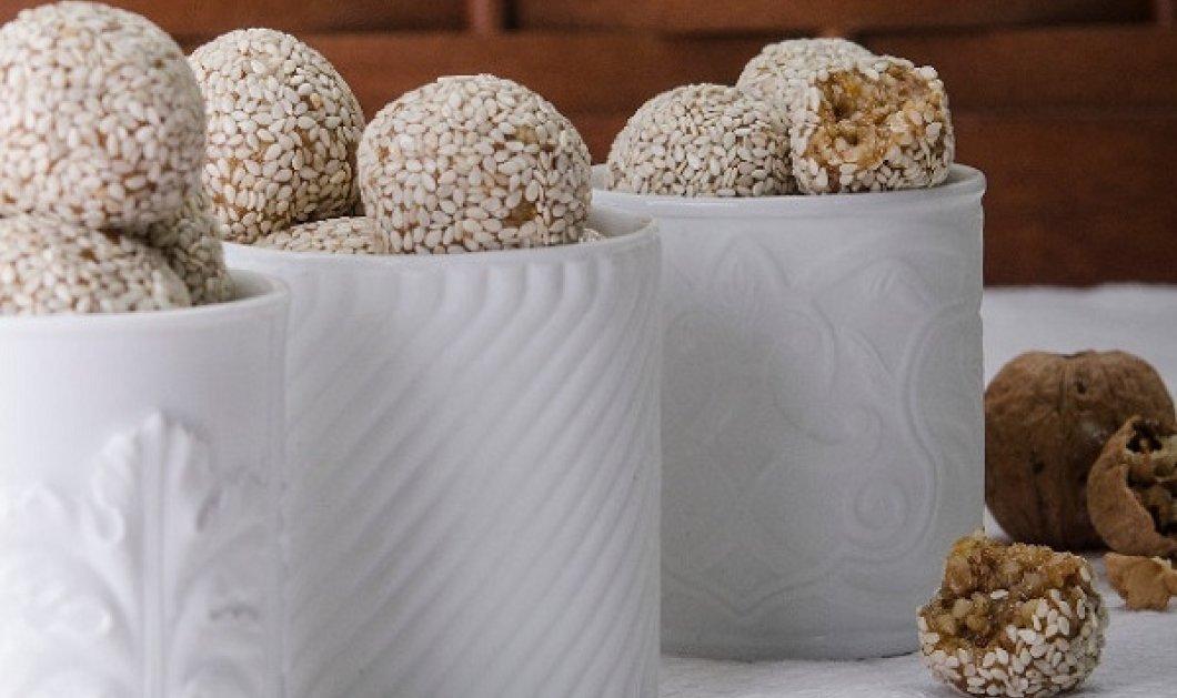 Στέλιος Παρλιάρος: Μπουκιές με καρύδια και σουσάμι - δεν θα σας πάρει ούτε 15 λεπτά για να τις φτιάξετε - Κυρίως Φωτογραφία - Gallery - Video