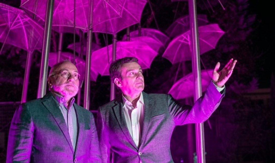 """Ροζ φωτίστηκαν για τον καρκίνο του μαστού οι εμβληματικές """"Ομπρέλες"""" του Ζογγολόπουλου, ταυτόχρονα σε Ψυχικό & Θεσσαλονίκη (φωτό & βίντεο) - Κυρίως Φωτογραφία - Gallery - Video"""