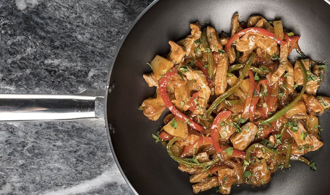 Άκης Πετρετζίκης: Ένα γρήγορο πιάτο από τον Master Chef - Γλυκόξινο χοιρινό με λαχανικά - Κυρίως Φωτογραφία - Gallery - Video