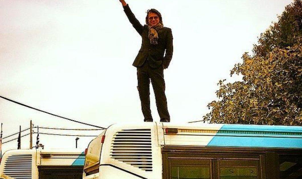 Ο άντρας που στόχευε ψηλά - Ο Hλίας Ψινάκης επάνω σε λεωφορείο! (φωτό) - Κυρίως Φωτογραφία - Gallery - Video