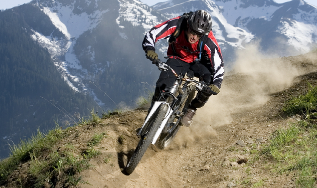 Don't look down: Ποδηλατώντας στη Λευκή Γραμμή της... τρέλας - Mια ποδηλατάδα ακατάλληλη για... υψοφοβικούς! (βίντεο) - Κυρίως Φωτογραφία - Gallery - Video