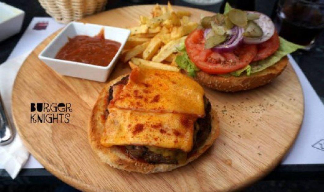 Οι ιππότες του... στρογγυλού burger! Τέσσερα αγόρια και μία κοπέλα δοκιμάζουν και βαθμολογούν ελληνικά μπεργκεράδικα! - Κυρίως Φωτογραφία - Gallery - Video